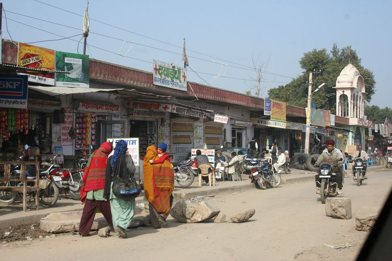 Street scene with shawls