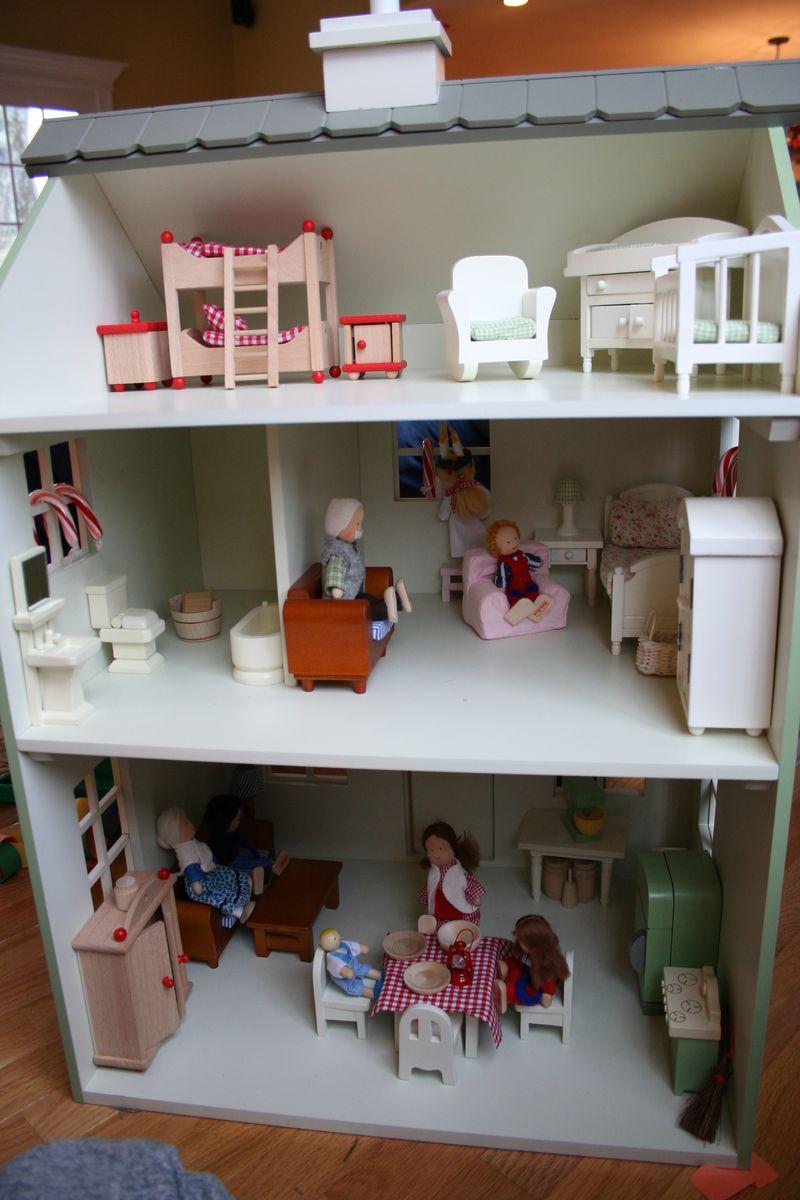 Orderly dolls