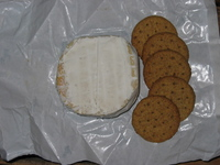 Cheese_and_crackers_1